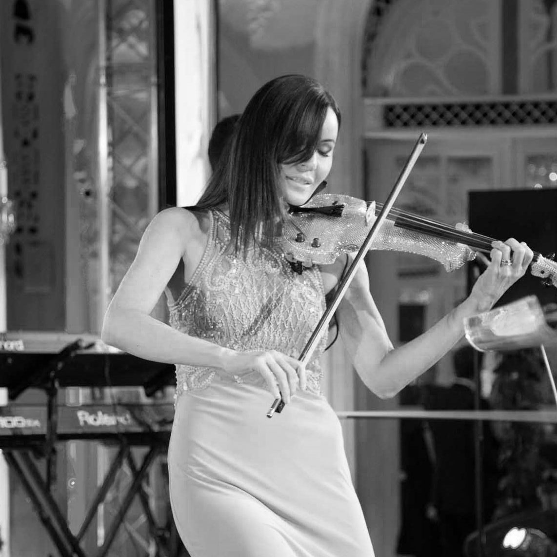 performer playing the violin at a corporate event